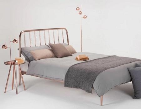 Voir le lit en cuivre Alana
