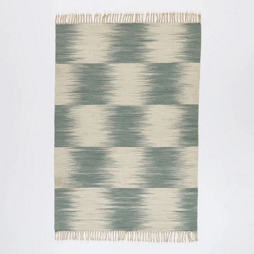Voir le Tapis style kilim tissé motif Ikat en laine de chez AM.PM