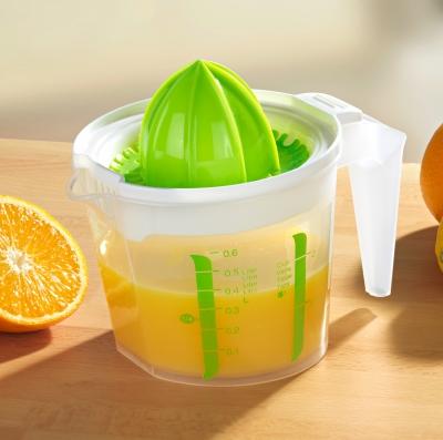 Le presse-agrumes, pour se faire un bon jus d'orange le matin !